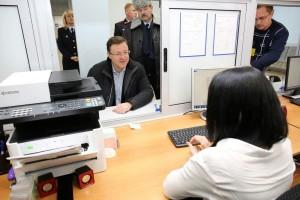 Дмитрий Азаров проверил работу многофункционального миграционного центра в Самаре