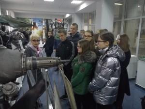 Ребята посетили цеха одного из стратегических предприятий региона и своими глазами увидели, как производят авиационные и ракетные двигатели.