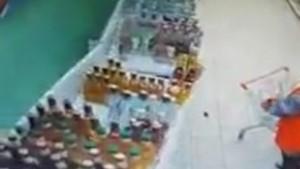 В «Самарской области в магазине упала витрина с алкоголем: видео К счастью, никто не пострадал.