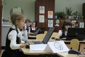 В Тольятти реализуют образовательную программу «Кодвардс» Детей учат основам программирования.