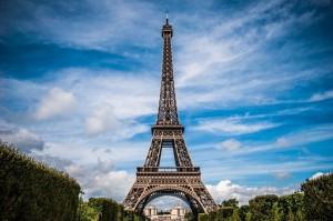 Эйфелеву башню сегодня закроют из-за протестующих