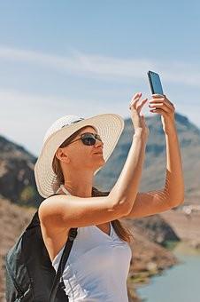 46% путешественников терпимо относятся к селфи, если их не задевают селфи-палкой