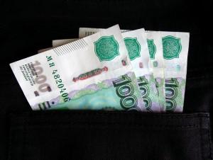 По его словам, не существует законов или внутренних правил банков, запрещающих денежные переводы.