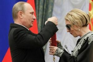Путин вручил госнаграды Чуриковой, Збруеву и Лещенко.