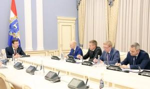 Губернатор Дмитрий Азаров провел рабочее совещание с министром промышленности и торговли Самарской области Михаилом Ждановым
