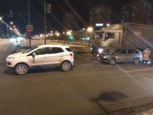 В Самаре в ДТП на Московском шоссе пострадала девочка-пассажир Столкнулись ВАЗ-2114 и Форд Экоспорт.
