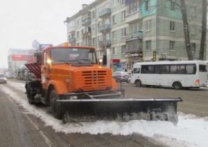 Расчистка ведется в круглосуточном режиме во всех районах Самары. Основной объем работ по вывозу снега с городских улиц выполняется в ночную смену.