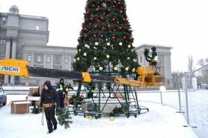 Главную ёлку на площади Куйбышева по уже сложившейся традиции зажжет российский Дед Мороз из великого Устюга, который приедет в Самару 21 декабря.