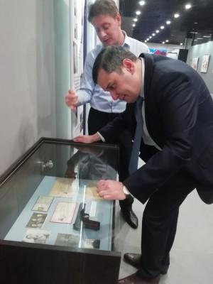 Кадеты и юнармейцы, ветераны службы, потомки самарских героев, коллекционеры стали первыми посетителями выставки к столетию ФСБ.