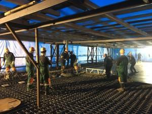 Для обеспечения высокого качества работ строителями используются специальные технологические укрытия. С их помощью над железобетонной конструкцией создается замкнутое пространство