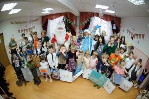 Работники КНПЗ помогли Деду Морозу исполнить желания самарских ребятишек