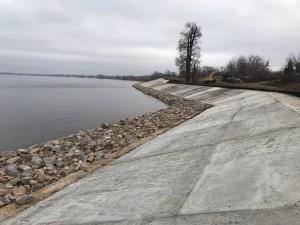 В районе жилого массива Гранный г. Новокуйбышевска укрепили берег Саратовского водохранилища Конструкция имеет протяженность 695 метров.