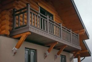 Нужен ли балкон в дееревянном доме