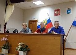 Глава города Елена Лапушкина поручила главам районных администраций лично контролировать уборку внутриквартальных дорог и проездов.
