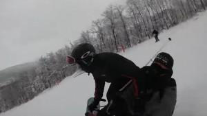 В Самаре на Красной Глинке столкнулись лыжник и сноубордист Происшествие попало в объектив экшн-камеры.