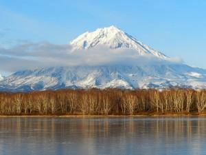 Мужчина имел третий разряд по альпинизму и состоял в Федерации альпинизма Камчатского края.