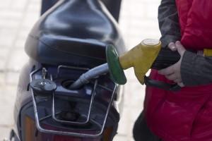 Причиной такого обращения стали сообщения автолюбителей об увеличении с первых чисел января розничных цен на автозаправках на 1,5 – 1,8 %.