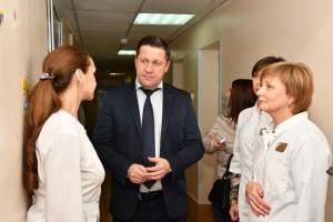 Министр здравоохранения посетил областную детскую больницу №1 им. Н.Н. Ивановой. В 2019 году здесь появятся аппарат МРТ и другое высокотехнологичное оборудование.