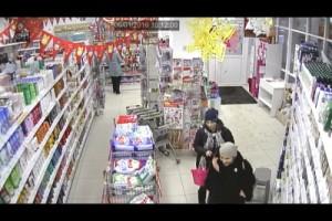 В Самарской области ищут женщин - похитительниц парфюмерии Полиция просит обращаться свидетелей.