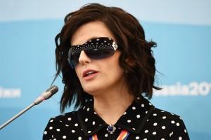 Вместе с теВместе с тем певица призналась, что какие-то вещи на сцене её ошеломляют даже