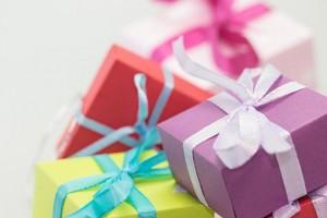 В России могут увеличить допустимую стоимость подарков врачам и учителям