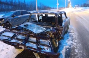 В ДТП в Жигулевске пострадали четверо, среди них ребенок Столкнулись две вазовских легковушки.