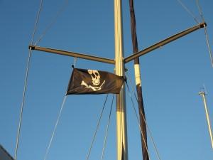 Капитан корабля рассказал, что все пленённые живы, условия их содержания приемлемые.