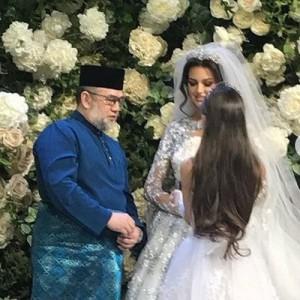 Король Малайзии и «Мисс Москва 2015» решили развестись Это поризошло спустя два месяца после свадьбы.