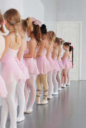 Это пример работы с детскими танцевальными коллективами, которую Фонд Илзе Лиепа вел на протяжении года.