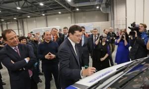 Предприятие входит в группу компаний «Луидор». Ее генеральный директор Сергей Корнилов показал Игорю Комарову и Глебу Никитину цеха, рассказал о возможностях новой производственной площадки и ее перспективах.