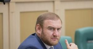 Допрашивали сенатора в качестве обвиняемого по трем статьям УК РФ — об участии в преступном сообществе, убийстве и давлении на свидетеля.