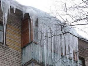 Тольяттинка заплатит за уничтожение машины льдом, сошедшим с ее балкона