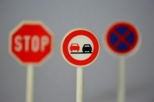 В России появятся дорожные знаки нового стандарта