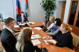 В среду 6 февраля, Губернатор Самарской области Дмитрий Азаров провел традиционный личный прием граждан. В центре внимания вновь оказалась проблема обманутых дольщиков.