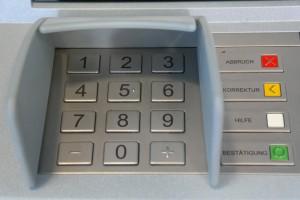 То есть он мог снимать деньги, сколько хотел: банкомат не регистрировал факт снятия.