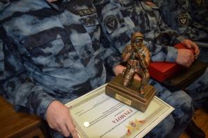 Самарский ОМОН регионального управления Росгвардии признан лучшим в России Командиру ОМОН полковнику Алексею Теряеву вручили награду.