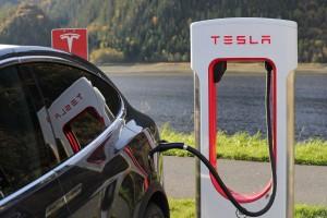 Американские автомобильные эксперты выяснили, что батарея автомобилей Tesla