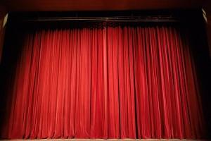 Глава региона не одобрил ни один из вариантов, поручив детально изучить потребности театра, а также четко определить, что можно и нельзя делать с памятником архитектуры федерального значения.