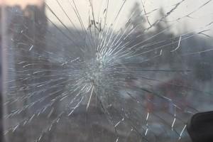 В Самаре молодой человек с разбега врезался в автобус Автобус шел на небольшой скорости.
