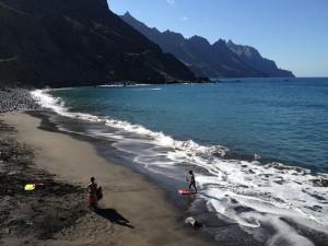 Экологи считают, что если туристов не остановить, то естественная красота песчаных дюн острова может быть навсегда утеряна.