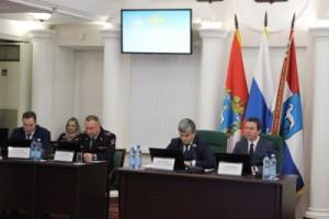 Дмитрий Блохин охарактеризовал ситуацию с преступностью на территории областного центра, проинформировал присутствующих о мерах  по обеспечению общественного порядка и безопасности.