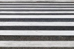 Бетонные дороги отличаются особой прочностью, более длительным сроком эксплуатации, но при этом их строительство на порядок дороже.
