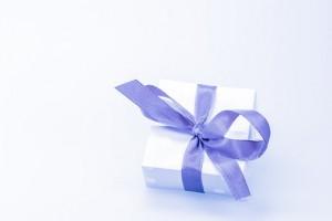 На подарки к 23 февраля мужчины потратят больше женщин