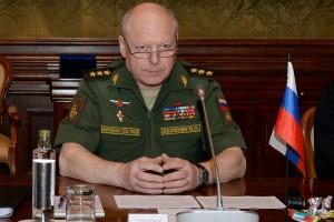 Звание генерала армии предшествует высшему российскому воинскому званию — маршала Российской Федерации. В настоящий момент звания маршала РФ ни у кого нет.