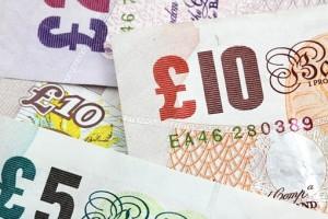 В Лондоне уборщик нашёл в автобусе £300 тысяч и отдал их полиции