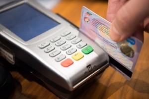 Их владельцы оплатили товаров и услуг на 2,7 трлн рублей при общем объеме рынка в 22 трлн рублей.
