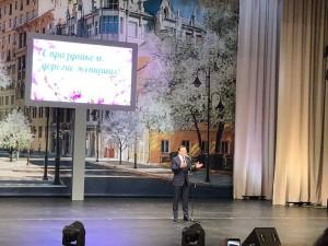 Губернатор Дмитрий Азаров поздравил женщин региона с наступающим праздником и вручил государственные награды.