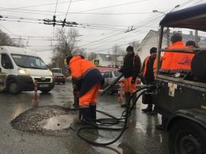 В Самаре начали приводить в порядок дороги местного значения.