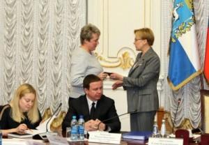 До назначения на должность руководителя Департамента образования Елена Чернега работала в его структуре в качестве заместителя руководителя.