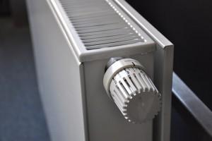 Россияне переплачивают за коммуналку из-за избыточного тепла в квартирах